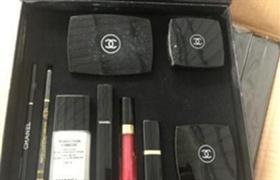 海关查获假香奈儿 共120盒化妆品套盒
