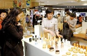 韩国四月化妆品零售创新低 韩媒疾呼:不能没中国游客!