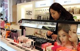 韩国化妆品业下半年是哭还是笑?韩媒:中国游客说了算
