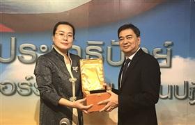 喜报 | 热烈祝贺中国纹绣师获泰国前总理阿披实颁发殊荣