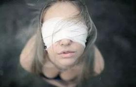 """西安一女子在""""高一生""""美容后眼睛险失明"""