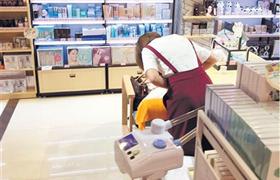 化妆品店做美容未获许可 涉嫌无证经营