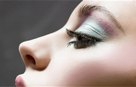 2023年全球彩妆市场规模将达625亿美元