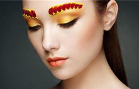 美妆业有多吃香 周黑鸭唇膏、泸州老窖香水陆续登场