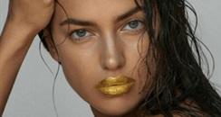 超模IRINA联手skinature推出24K黄金唇膜