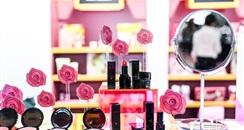 跨界彩妆,泡泡玛特能讲好化妆品的故事吗?