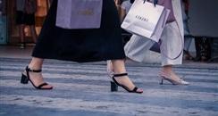 00后买生发仪,50后直播抢货:这届女性消费者有多特别?