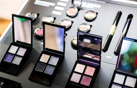 美妆品牌困在营销里